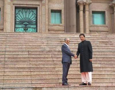 وزیراعظم عمران خان ملائیشیا کا کامیاب دورہ مکمل کر کے وطن واپس پہنچ گئے