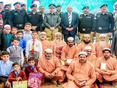 گورنر پنجاب چودھری سرور نے اپنی جیب سے جرمانے کی رقم ادا کرکے 32 قیدیوں کو رہائی دلوادی
