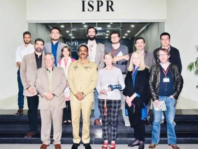 پر امن پاکستان کے ساتھ افغانستان سمیت سرحدوں سے باہر بھی امن چاہتے ہیں, عالمی برادری ہمیں پاکستان میں موجود اپنے رپورٹرز کی نگاہ سے دیکھتی ہے : ڈی جی آئی ایس پی آر