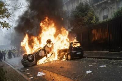 فرانس:پٹرول پر ٹیکسوں میں اضافے کی واپسی کے باوجود پر تشدد مظاہرے