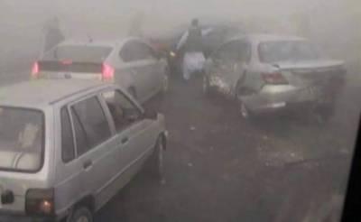 کالا شاہ کاکو کے قریب کئی گاڑیاں آپس میں ٹکرا گئیں,5 افراد زخمی