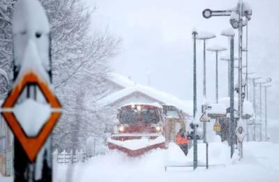 جرمنی سمیت کئی یورپی ممالک میں برفباری کے باعث نظام زندگی مفلوج
