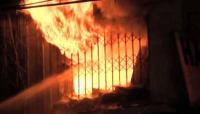 کراچی:بلاول ہاؤس کے قریب آتشزدگی،3دکانیں جل گئیں، آگ پر قابو پالیا گیا