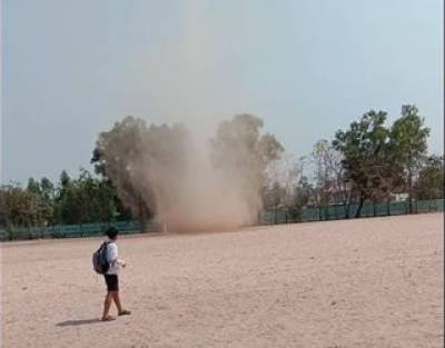 تھائی لینڈ مٹی کے بگولے نے لوگوں کو خوفزدہ کردیا