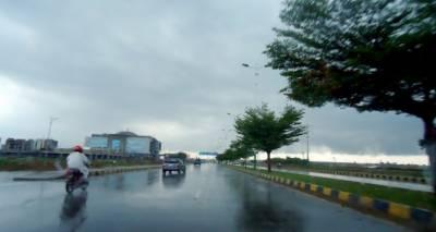 پنجاب اور خیبرپختونخوا کے مختلف شہروں میں بارش،موسم مزید سرد