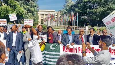 کشمیریوں کا جنیوا میں پناہ گزینوں کے بارے میں اقوام متحدہ کے ہائی کمیشن کے صدردفترکے باہراحتجاجی مظاہرہ