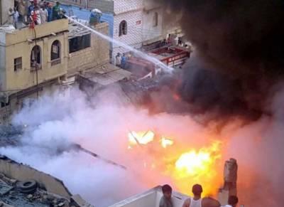 کراچی:شیر شاہ کراچی میں کپڑے کے گودام میں آگ لگ گئی