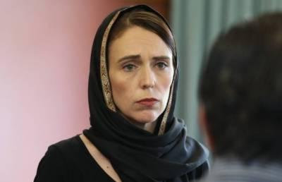 وزیراعظم نیوزی لینڈ کی امت مسلمہ سے اظہار یکجہتی،سیاہ لباس پہن کر مسلم خواتین کو گلے لگایا