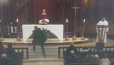 کینیڈا:دعائیہ تقریب میں ایک شخص نے پادری کو چاقو مار دیا