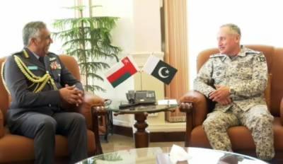 عمان کے رائل ائیر فورس کے سربراہ ائیر وائس مارشل مہاتر بن علی بن مہاترال عبیدانی کا نیول ہیڈ کواٹرز اسلام آباد کا دورہ