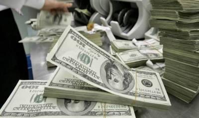 اوپن مارکیٹ میں ڈالر تاریخ کی بلند ترین سطح پر، 143 روپے پر فروخت