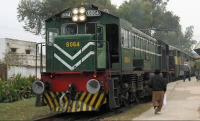 ٹریک بحالی کے باوجود ٹرینیں گھنٹوں تاخیر کا شکار,مسافر پریشان