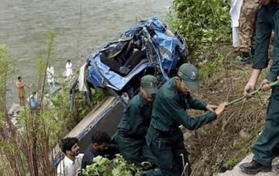 مظفر آباد کے قریب مسافر جیپ کھائی میں جا گری,4 افراد جاں بحق