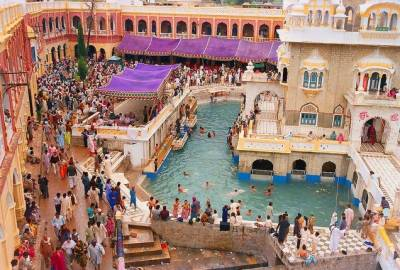سکھ برادری آج بیساکھی کا تہوار منارہی ہے