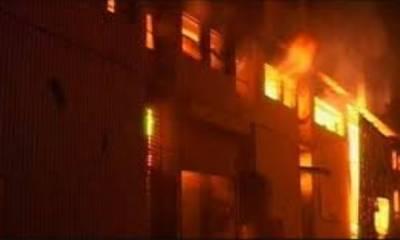 کراچی میں فیکٹری اور گاڑی میں آتشزدگی،9 افراد زخمی