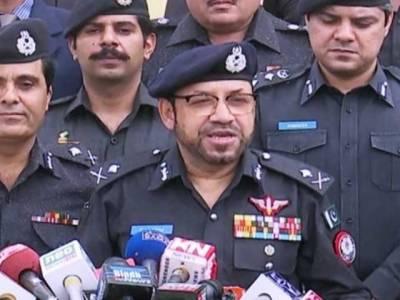 پولیس کی فائرنگ سے کم سن بچے کی ہلاکت کا معاملہ:آئی جی سندھ کلیم امام نے معافی مانگ لی