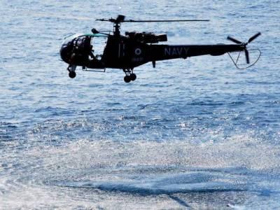بھارتی نیوی کا ہیلی کاپٹر سمندر میں گر کر تباہ
