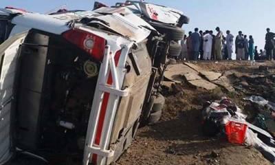 بدین: ٹریفک حادثے میں 8 افراد جاں بحق 30 زخمی