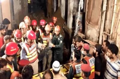 لاہور میں 4 منزلہ رہائشی عمارت زمین بوس,4 افراد جاں بحق