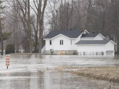 کینیڈا میں سیلاب ایک ہزار گھر بہا لے گیا