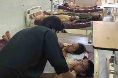 پشاور: پولیو قطرے پینے سے مبینہ طور پر بچوں کی حالت خراب,ہسپتال منتقل