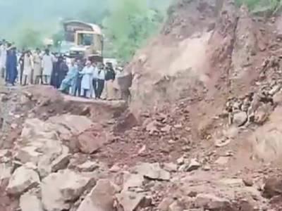 آزاد کشمیر کے تین اضلاع راولاکوٹ، باغ اور حویلی کو راولپنڈی اسلام آباد سے ملانے والی اہم شاہراہ ٹائیں ڈہلکوٹ لینڈ سلائیڈنگ کے باعث ہر قسم کی ٹریفک کے لئے بند ہو گئی