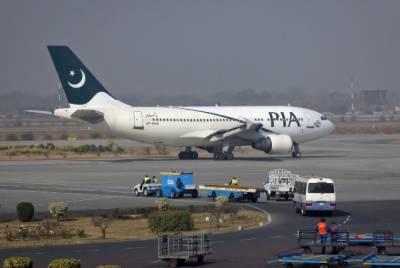 پی آئی اے طیارے میں کراچی سے لندن تک بغیر اے سی سفر، متعدد کی حالت خراب