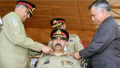 آرمی چیف جنرل قمر جاوید باجوہ کا رجمنٹل سنٹر آزاد کشمیر کا دورہ ، لیفٹیننٹ جنرل شیر افگن کو رجمنٹ کے کرنل کمانڈنٹ کو بیج لگایا