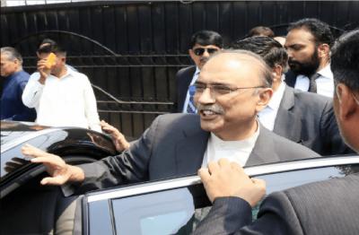 آصف علی زرداری کا چیئرمین نیب کے خلاف قانونی کارروائی کااعلان
