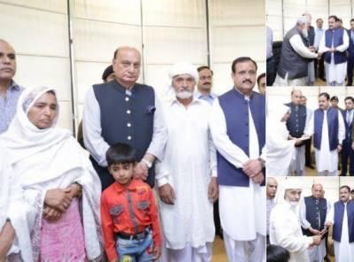 وزیراعلیٰ پنجاب سے داتا دربار دھماکے میں شہید پولیس اہلکاروں کے لواحقین کی ملاقات