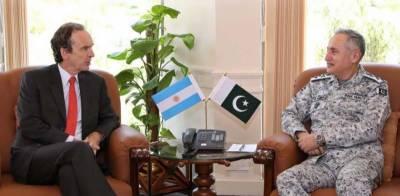 پاک بحریہ کے سربراہ ایڈمرل ظفر محمود عباسی سے ارجنٹائن کے سفیر کی الوداعی ملاقات