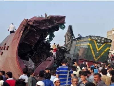حیدرآباد میں مسافرٹرین اور مال گاڑی میں تصادم، 3 افرادجاں بحق , متعدد زخمی