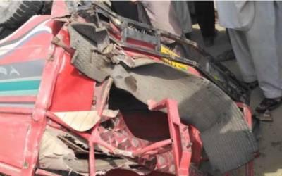 مظفر گڑھ:بس کی موٹر سائیکل رکشہ کو ٹکر،5 افراد جاں بحق