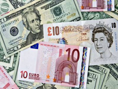 بدھ کوانٹربینک مارکیٹ میں امریکی ڈالر کے مقابلے میں پاکستانی روپے کی قدر بہتر رہی، دیگر کرنسوں میں ملا جلا رجحان