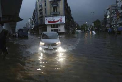 لاہور میں تیز بارشوں کا سلسلہ جاری,بجلی کا نظام درہم برہم