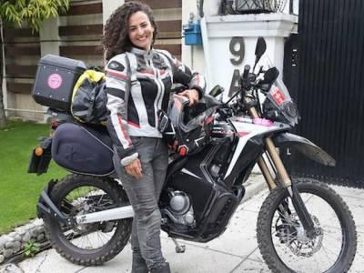 ترک خاتون سیاح موٹر سائیکل پر براستہ ایران پاکستان پہنچ گئیں،پاکستان جیسا پیار کسی ملک سے نہیں ملا