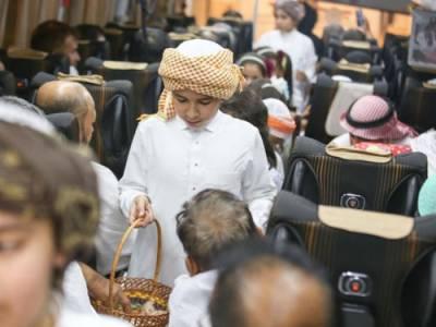 سعودی عرب ، ننھے منھے بچو ں نے حجاج کا استقبال کر کے دل جیت لیا