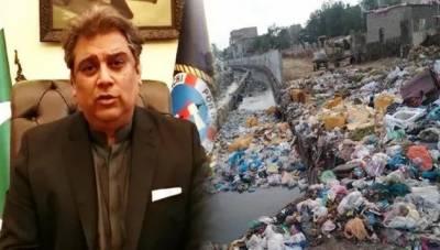 وفاقی وزیر علی حیدر زیدی کراچی کا کچر ا صاف کر نے کیلئے میدان میں آ گئے