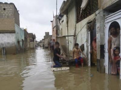 کراچی میں رات بھرطوفانی بارش نے تباہی مچا دی، سڑکیں تالاب کا منظر پیش کرنے لگیں، حادثات میں 8 افراد جاں بحق، پاک فوج کا ریسکیو آپریشن