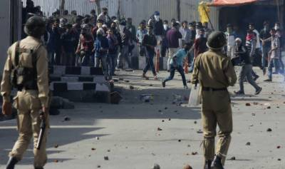 بھارتی جبر کے باوجود ہزاروں کشمیریوں کا احتجاج، قابض فورسز کے سامنے ڈٹ گئے