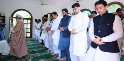 وزیراعظم عمران خان نے نماز عید بنی گالہ میں ادا کی