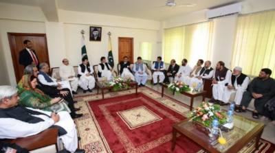 وزیر اعظم عمران خان سے مظفرآباد میں آزاد جموں کشمیر اور حریت کانفرنس کے رہنما ﺅں کی ملاقات