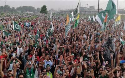 قومی پرچم کے ساتھ ساتھ کشمیر کا پرچم بھی ملک بھر میں لہراتا رہا، فضا میں کشمیر بنے گا پاکستان کی صدائیں گونجتی رہیں