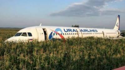 ماسکو : ایئرپورٹ کے باہر مسافر طیارے کی کھیت میں ایمرجنسی لینڈنگ، کم از کم 23 افراد زخمی