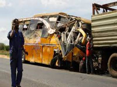 موٹروے پربس اورڈمپرٹرک کا تصادم،4افرادجاں بحق 40 زخمی