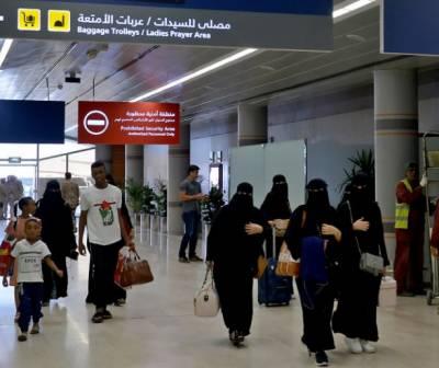 سعودی خواتین کو بیرون ملک تنہا سفر کی اجازت پر عمل درآمد شروع