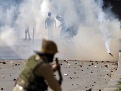 مقبوضہ کشمیرمیں قابض بھارتی فوج کامظاہرین کیخلاف آنسوگیس کااستعمال