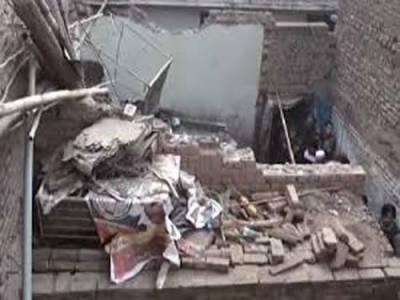 کراچی: 2منزلہ عمارت کی چھت گرنے سے میاں بیوی جاں بحق