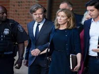 بیٹی کے کالج داخلے کیلئے رشوت دینے پر اداکارہ فلیسٹی ہفمین کو14دن جیل کی سزا سنا دی