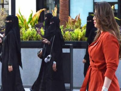سعودی عرب کی نئی ویزا پالیسی: سیاحتی ویزے جاری کرنے کا اعلان، خاتون سیاحوں کیلیے عبایا کی شرط بھی ختم